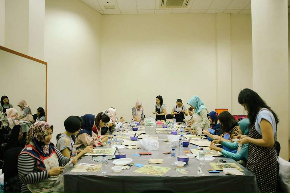 serunya ikut workshop decoupage bersama adelh gifts