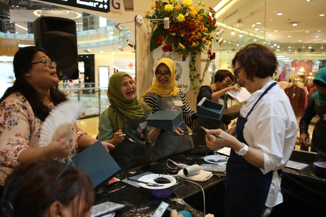 serunya workshop decoupage adelh gifts surabaya