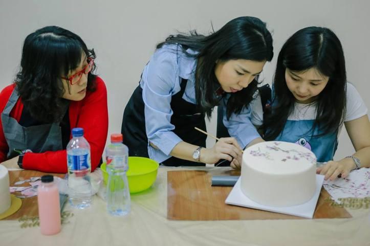 decoupage on cake