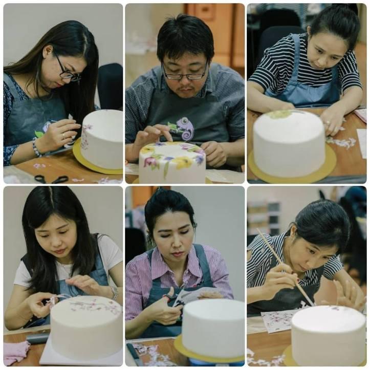 para peserta decoupage cake workshop